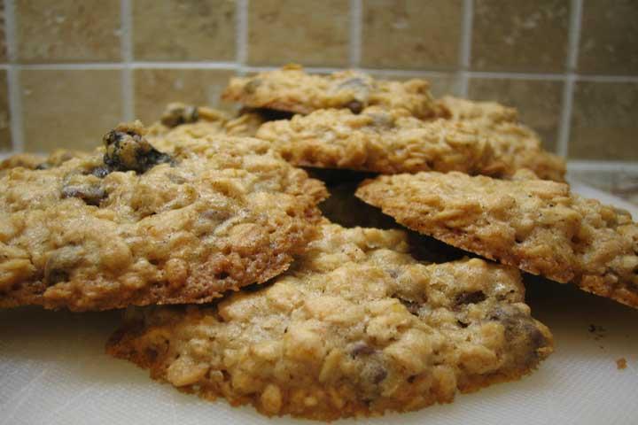 Honey and Cocoa Oatmeal Cookies