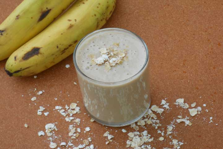 Oats And Banana Smoothie with Walnuts
