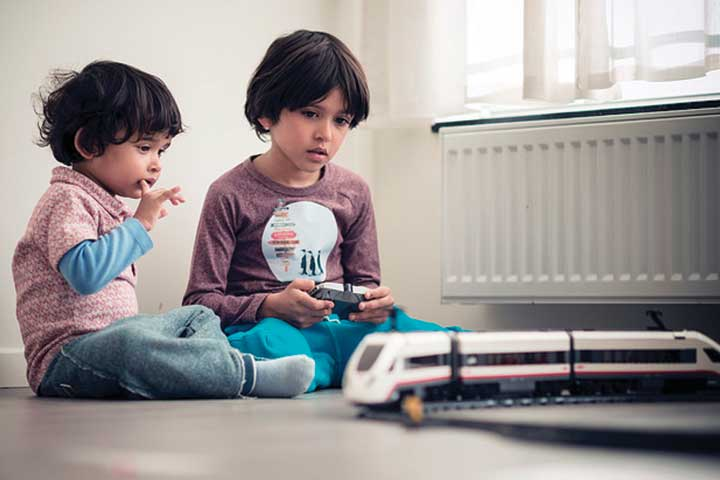 Your Child Can Now Learn Faster With the Help of Older Siblings/Cousins