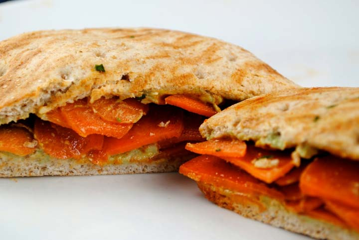 Apple,Carrot, And Dates Sandwich