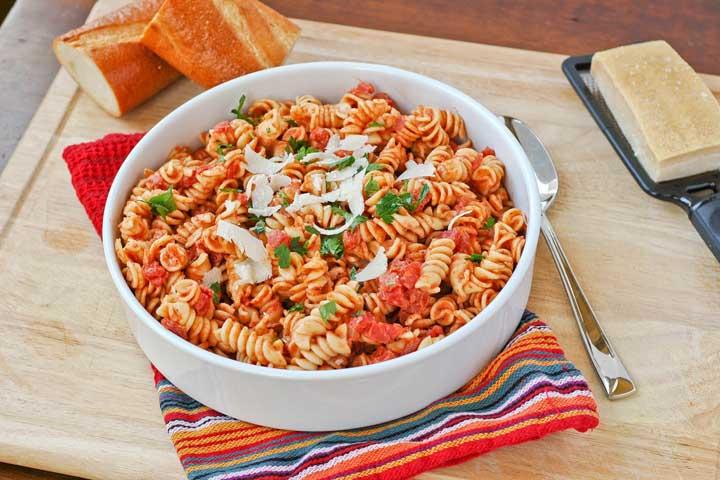 Cheesy Pasta with Tomato