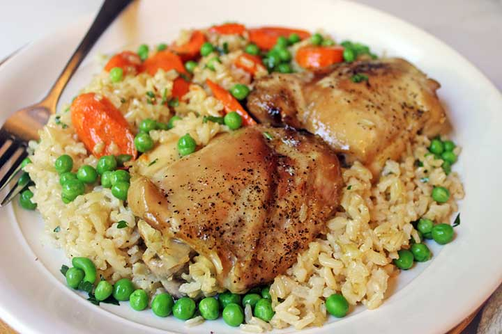 Chicken rice with carrot and green peas