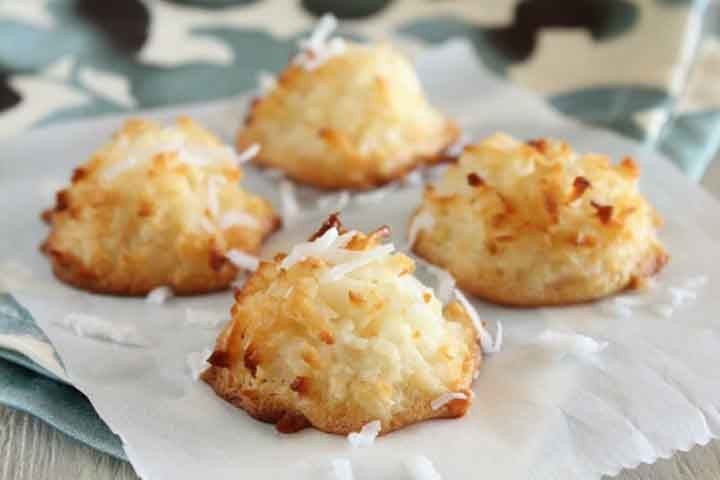 Crunchy Eggless Coconut Macaroons