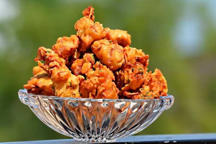Crispy, Delicious Pyaaz ke Pakore