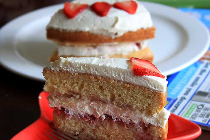 Eggless Strawberry Cream Cake