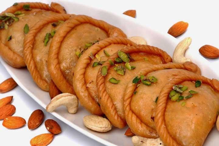 GUJIYA - North India Sweet Dish