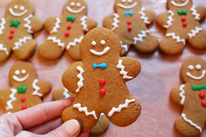 Crunchy Eggless Gingerbread Cookies