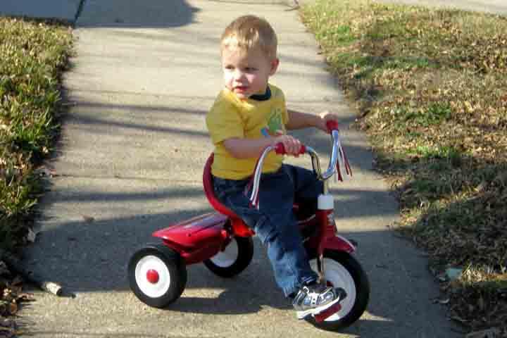 How Push, Pull and Steer Wheeled Toys Hone Your Kiddo's Gross Motor Skills!