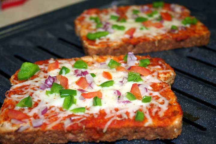 Tempting Veggie Toast Pizza
