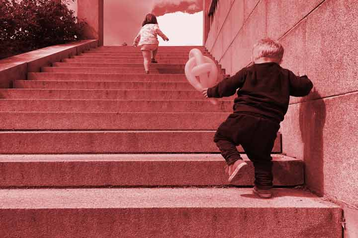 Your Kid Can Walk Down The Stairs With Alternate Feet