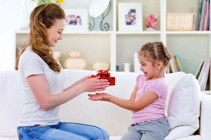 Bribing Kids vs. Rewarding Kids: Everything You Should Know