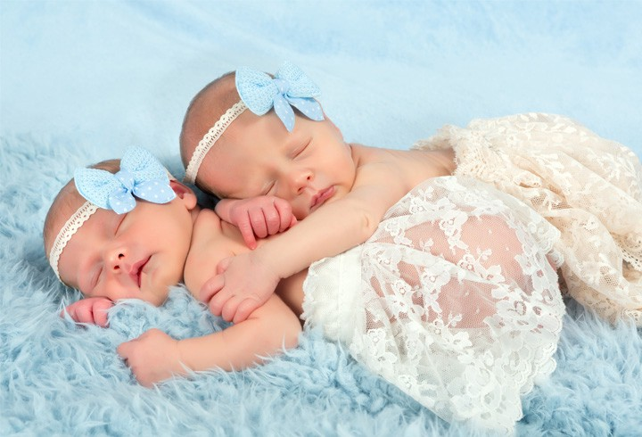 Dealing With The Common Breastfeeding Challenges Of Breastfeeding Twins